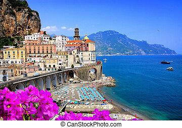 blu, atrani, italy., amalfi, contro, costa, mare, scenico, durante, lungo, fiori, summer., villaggio, vista