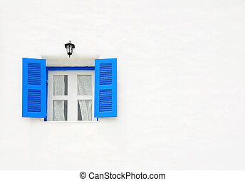 blu, finestra, su, il, parete bianca