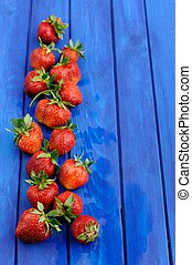 blu, fragole fresche, imperfetto, fondo