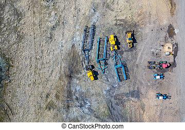 blu, piantatura, grande, cima, tre, roulotte, agricoltura., verde, macchinario, trattori, villaggio, agricolo, harvesting., vista, agricoltura, aratura, land., hangar