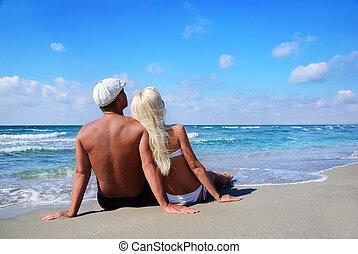 blu, sguardo, seduta, coppia, cielo, mare sabbia, spiaggia, amare
