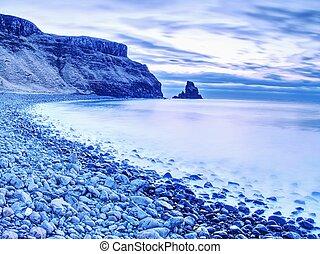 blu, tramonto, a, costa rocciosa, di, sea., lento, velocità imposta