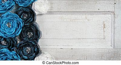 blu, vendemmia, fiori, su, un, vecchio, porta