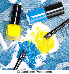 Blue and yellow eyeshadow with nail polishes of the same colors