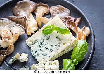 Blue cheese with walnuts and oyster mushrooms - Blue cheese
