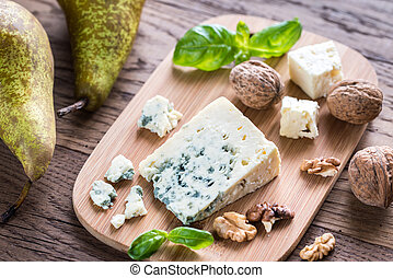 Blue cheese with walnuts and pears - Blue cheese