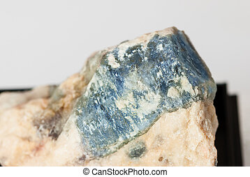 Blue corundum Sapphire crystal - Specimen collectible of...