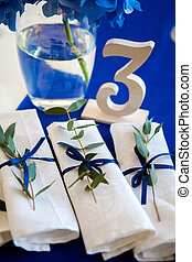 blue decorations on the wedding table