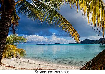 Blue lagoon beach on Bora Bora - Gorgeous view of turquoise...