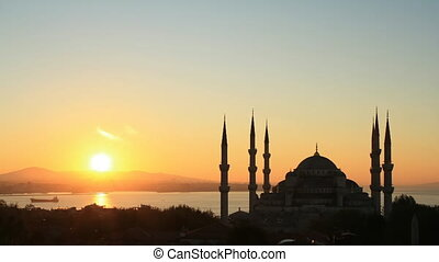 Blue Mosque - Time lapse Istanbul sunrise behind Blue Mosque