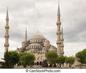 Blue Mosque (Sultanahmet Camii) in Istanbul, Turkey - Blue...