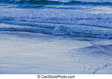 blue tones on the waves of the Pacific Ocean