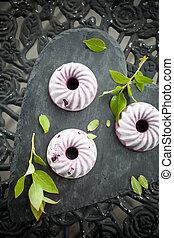 Mini blueberry ice cream cakes
