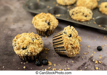 Blueberry muffins with streusel topping - Homemade blueberry...