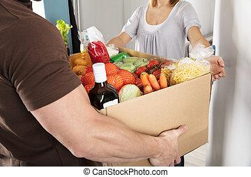 boîte, épicerie, femme, donner, livreur