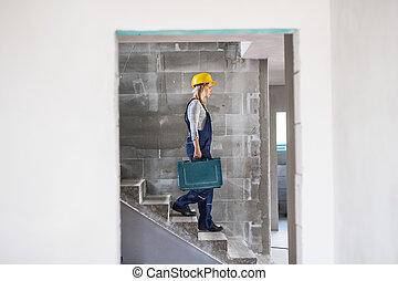 boîte, bas, marche, femme, outillage, ouvrier, site., construction, escalier