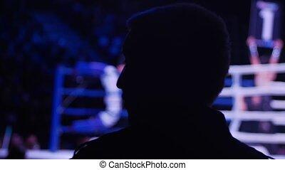 boîte, bataille, homme, silhouette, regarder