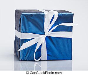 boîte bleue, cadeau