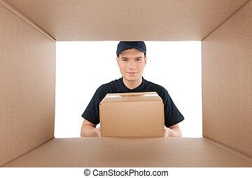 boîte, box., regard, isolé, jeune, deliveryman, gai, quoique, tenue, blanc, carton