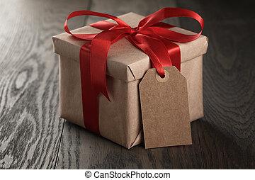 boîte, cadeau, ruban, arc, rustique, étiquette, rouges, vide