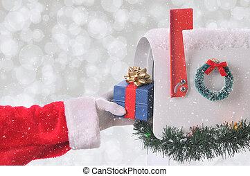 boîte, claus, placer, closeup, santa, petit, courrier, ouvert, présent