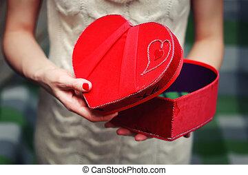 boîte, coeur, main, cadeau, valentin