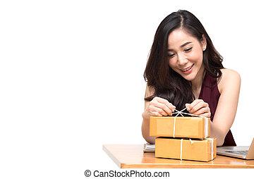 boîte, concept, achats, paquet, recevoir, internet, expédition, livraison, emballage, fond, femelle asiatique, ligne, table, blanc, carton, ordres, achat, femmes