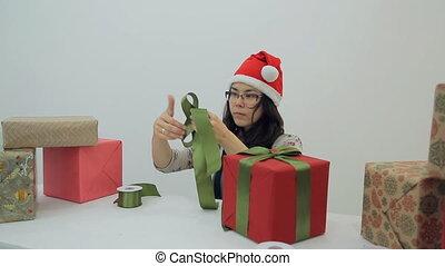boîte, femme, arc, brunette, asiatique, année, nouveau, marques, présent, décorer