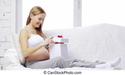 boîte, femme, cadeau, pregnant