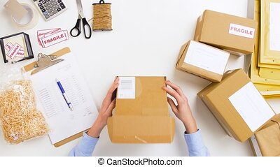 boîte, femme, paquet, bureau, emballage, grande tasse, poste