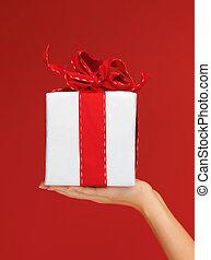 boîte, femme, tenue, cadeau, mains