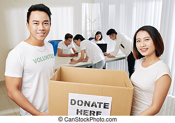 boîte, gens, porter, donation