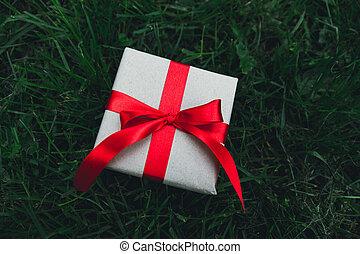 boîte, herbe, vert, cadeau
