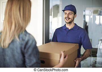 boîte, livraison, remettre, femme, homme