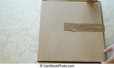 boîte, mains, pizza, carton, ouverture