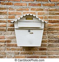 boîte, mur, blanc, courrier, devant