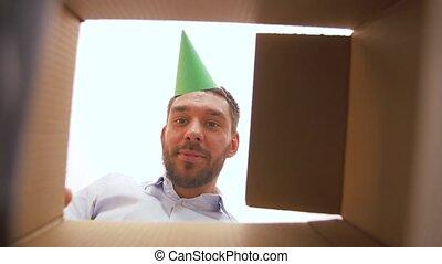 boîte, smartphone, cadeau, ouverture, anniversaire, homme