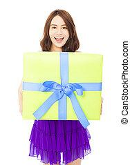 boîte, tenue femme, cadeau, sur, jeune, fond, blanc, heureux