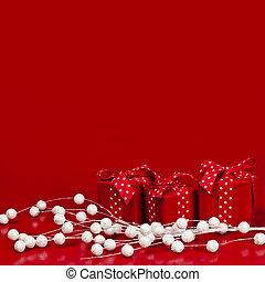 boîtes, arrière-plan rouge, cadeau, noël