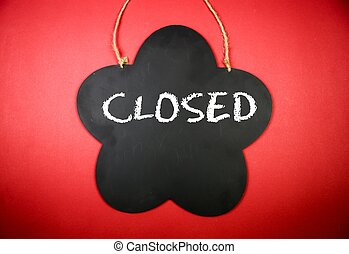 Board with the text: Closed