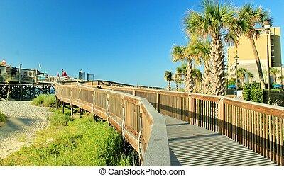 Boardwalk to the pier4
