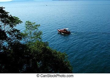 Boat at the lake