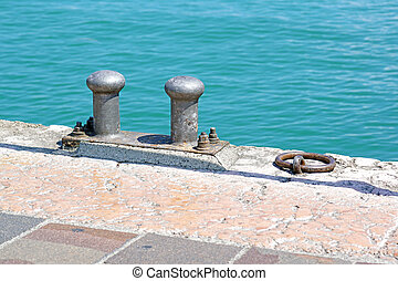 Boat docking point at the end of a pier