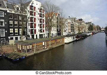 boat houses Amsterdam