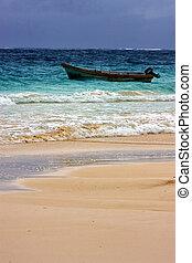 boat in playa paradiso mexico