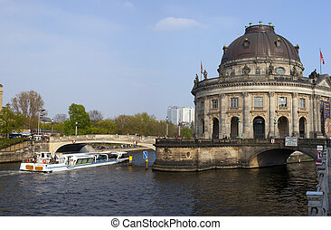 Boat passing the Bode Museum on the Spree