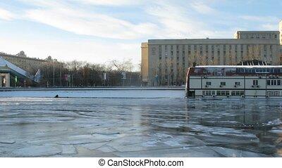Boat run alongside Frunsenskaya Embankment, time lapse
