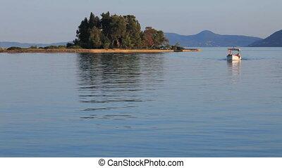 Boat, sailing from Pontikonisi
