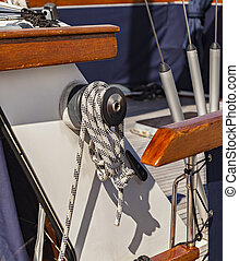 Boat winch with rope