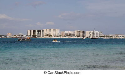 Boating Destin Condos - Vacationers boating in Destin Pass...